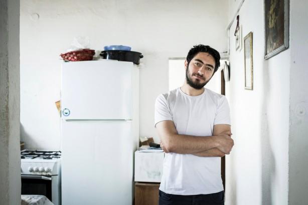 Majd Kayyal, un periodista palestino, en su casa de Haifa, el 19 de abril. Israel arrestó a Kayyal el 12 de abril en el cruce de Sheikh Hussein en la frontera de Israel con Jordnia después de regresar de una visita a Líbano. Kayyal, quien tiene ciudadanía israelí, asistió a una conferencia por el 40 aniversaio del periódico as-Safir en Beirut. Fue liberado después de cinco días de intrrogatorio después de una  presión pública masiva a pesar orden de no cubrir su arresto. (Shiraz Grinbaum / ActiveStills)